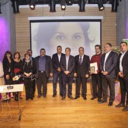 Συγκίνηση και φορτισμένο κλίμα στην τελετή απονομής του 1ου βραβείου «Βιργινία Μανασάκη»